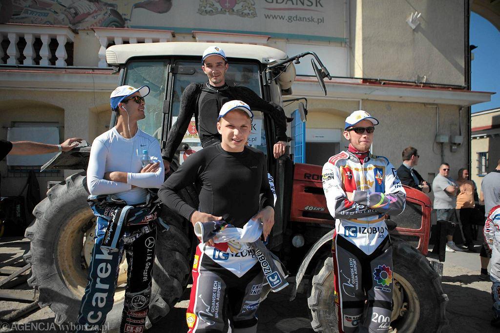 Drugi od lewej Dominik Kossakowski