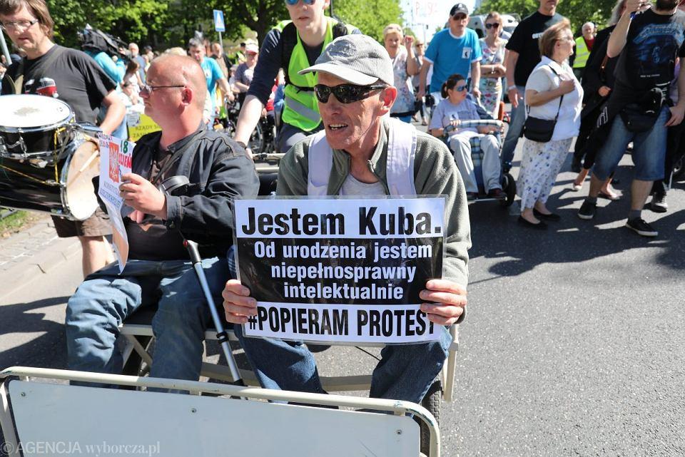 Manifestacja poparcia protestu rodziców dzieci niepełnosprawnych.