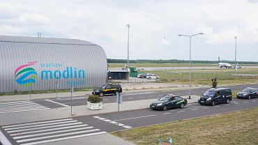 """SOS Modlin. Samorządowcy chcą ratować lotnisko. """"Nie możemy pozwolić, żeby zaorało je parę osób"""""""