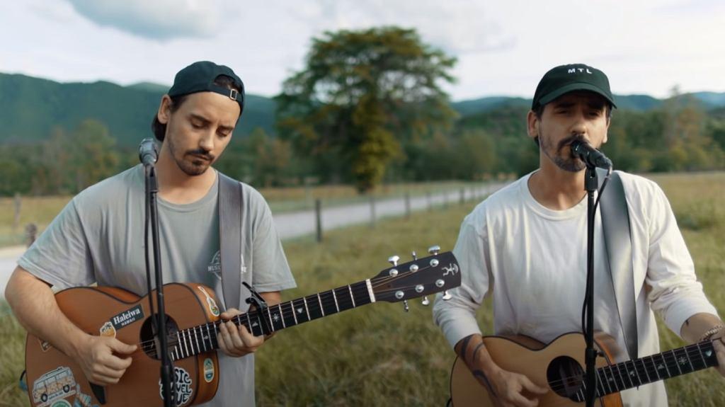 Duet Music Travel Love wykonuje utwór 'Can't Help Falling In Love'