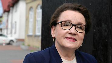Min. Zalewska przekonuje, że nauczyciele nie mają powodów do protestu. I wylicza, o ile wzrosły płace
