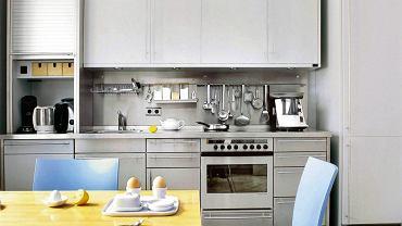 Stalowe relingi w nowoczesnej kuchni