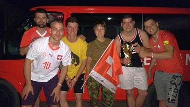 Szwajcarscy kibice na Ukrainie, którzy próbowali dotrzeć do Rosji przez Donbas