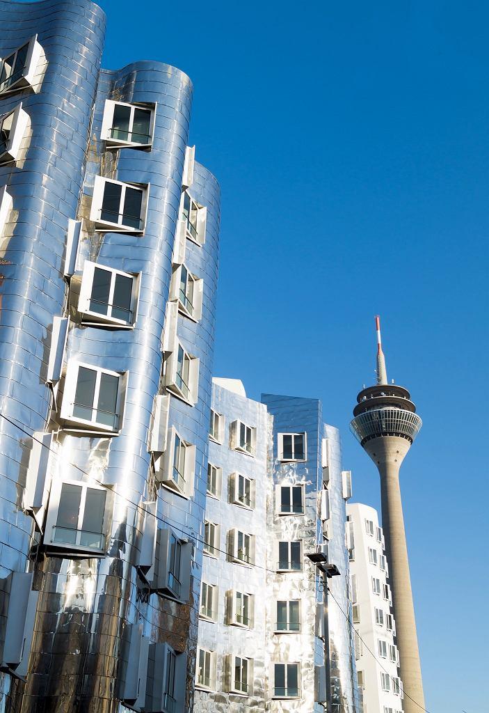 Dusseldorf: Neuer Zollhoff - budynki w Medienhafen.