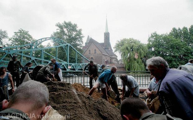 Zdjęcie numer 22 w galerii - 17 lat temu Odra zalała Wrocław. Tak wyglądało miasto [FOTO]