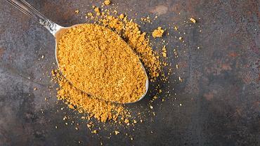 Składnikiem aktywnym kurkumy jest kurkumina, która polepsza trawienie i pobudza do pracy układ pokarmowy.