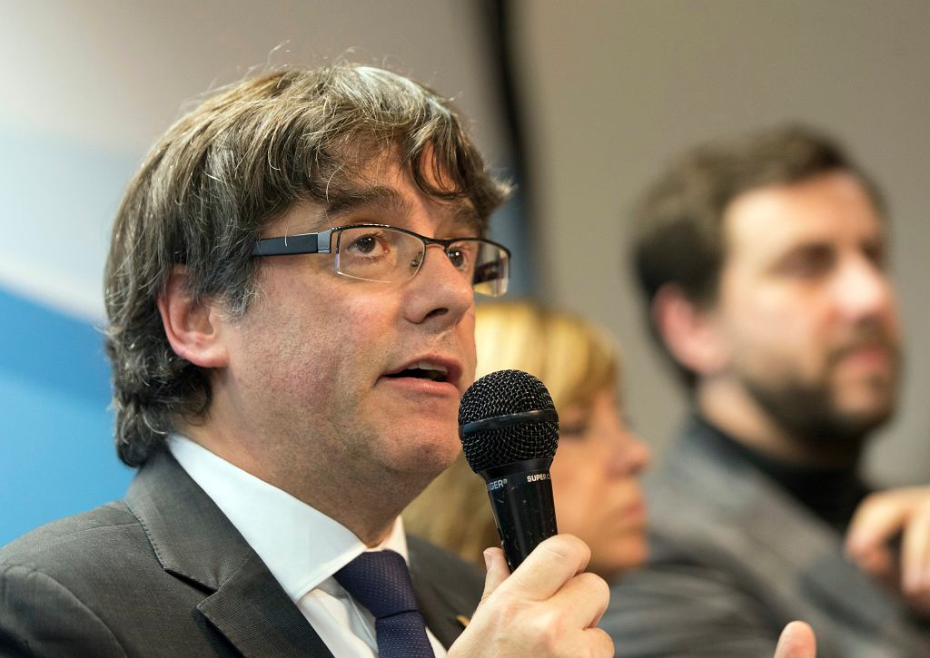 Carles Puigdemont na konferencji w Brukseli