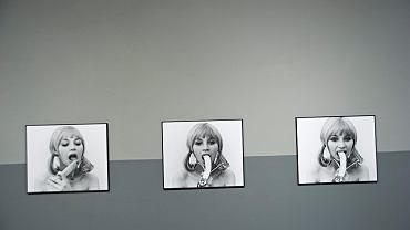 Wystawa 'Natalia LL. Secretum et Tremor' - Natalia Lach-Lachowicz. Cykl fotografii 'Sztuka konsumpcyjna' z 1972 roku