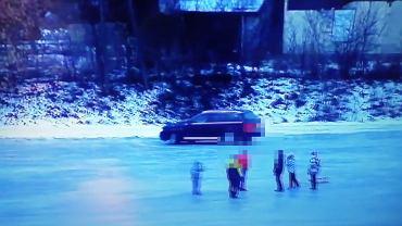 Jeździł autem po zamarzniętej rzece