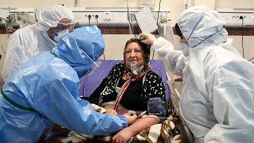 Ryzyko zgonu wyraźnie wzrastało w przypadku pacjentów w starszym wieku.