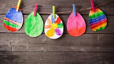 Jajko wielkanocne - rysunek i wyklejanka, czyli o sposobach wykonywania 'pisanek'. Zdjęcie ilustracyjne