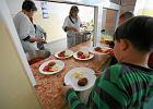Zupa z proszku i mielone - to jedzą dzieci w szkolnych stołówkach