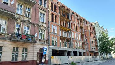 Przy ulicy Dęblińskiej w Sosnowcu również powstaje budynek, który ma wpisać się z klimat otaczających go kamienic