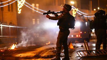 Jerozolima. Policja próbująca stłumić protest Palestyńczyków przeciwko przymusowym eksmisjom