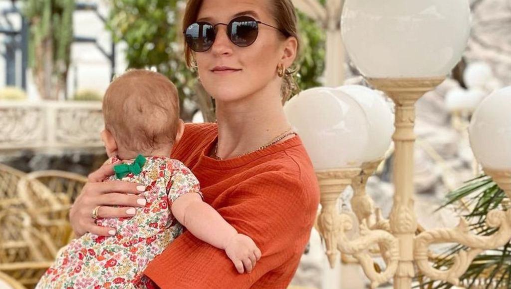 Lara Gessler ma modne klapki na lato