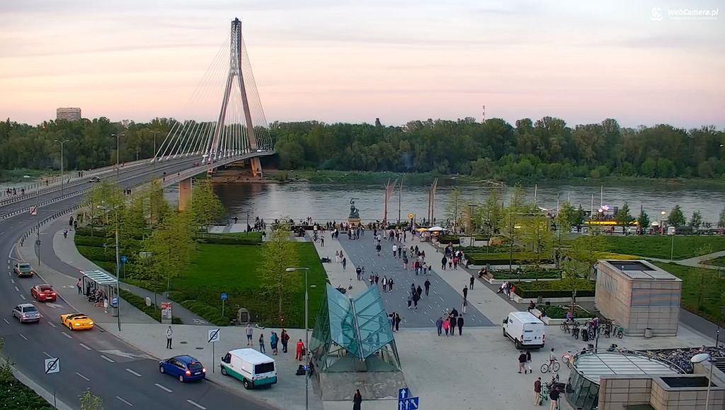 Widok na Most Świętokrzyski i bulwary wiślane w Warszawie