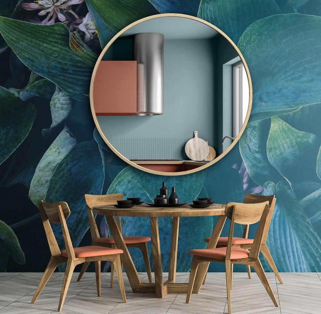 Efektowne lustro w ramie tworzy ozdobę wnętrza i powiększa je optycznie
