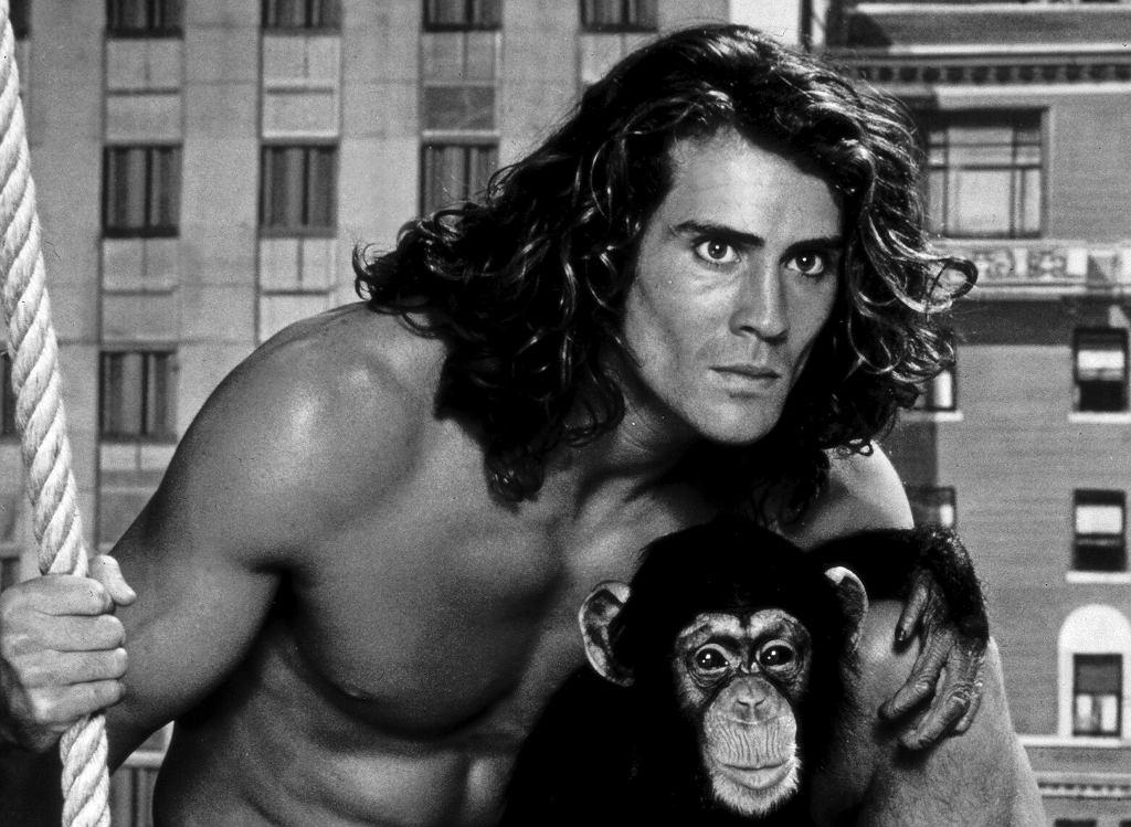 Joe Lara w filmie 'Tarzan na Manhattanie' (1989). Aktor zginął w sobotę w katastrofie lotniczej. Miał 58 lat.