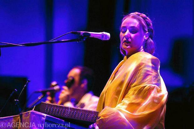 """""""To tylko muzyka, a nie jakaś droga prowadząca do zbawienia"""" Lisa Gerrard o Hansie Zimmerze, instytucjach religijnych i koncercie w Polsce"""