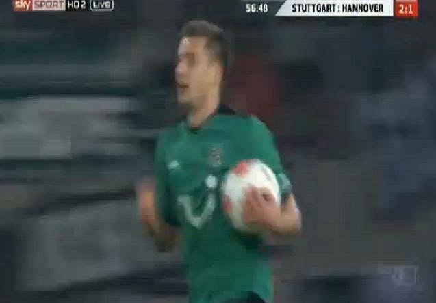 Bundesliga. Artur Sobiech strzela gola dla Hannoveru w meczu z VfB Stuttgart