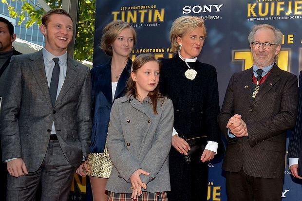 Jamie Bell, księżniczka Luisa Maria, księżniczka Laetitia Maria, księżna Astrid  i Steven Spielberg