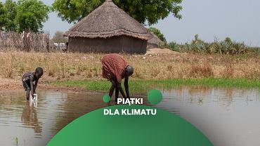 Sudan Południowy. Pozbawieni bezpiecznej wody ludzie czerpią ją z otwartych zbiorników, narażając się na choroby i nie tylko