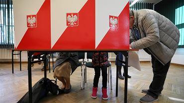 Wybory Samorządowe 2018 - głosowanie w Warszawie. Żoliborz, komisja nr 333, 21 października 2018