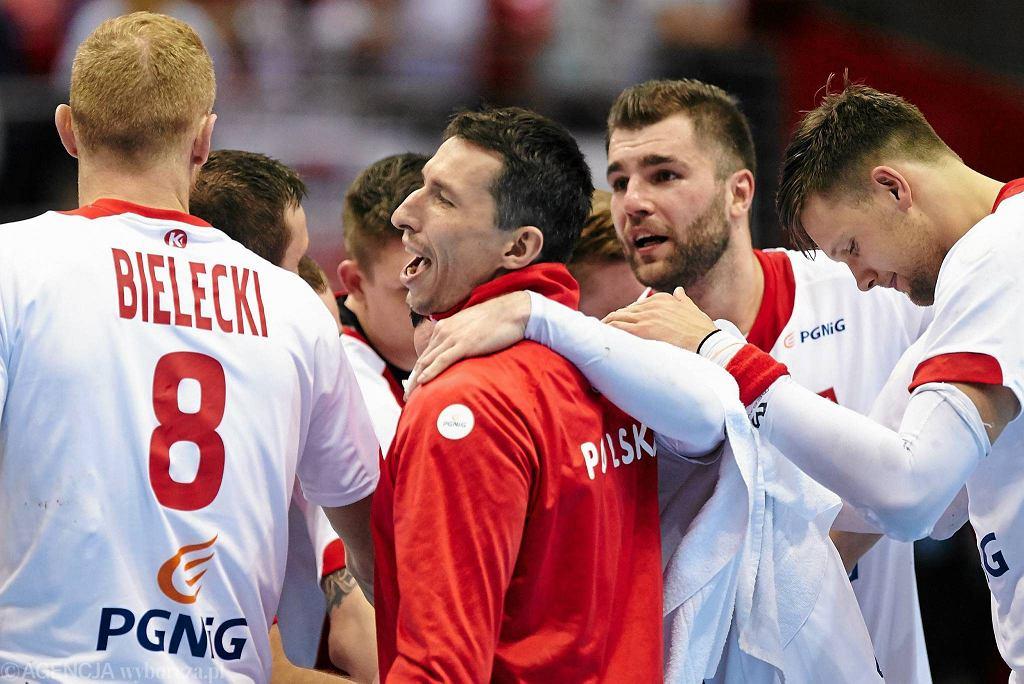 Od lewej: Karol Bielecki, Sławomir Szmal i Mateusz Kus podczas meczu Polska - Chile 35:27