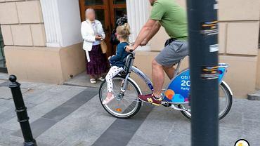 Mężczyzna z dzieckiem na Veturilo