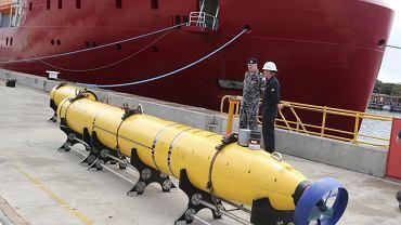Podwodny dron, który ma uczestniczyć w poszukiwaniach malezyjskiego samolotu