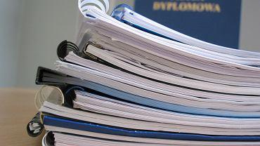 Praca dyplomowa (zdjęcie ilustracyjne)