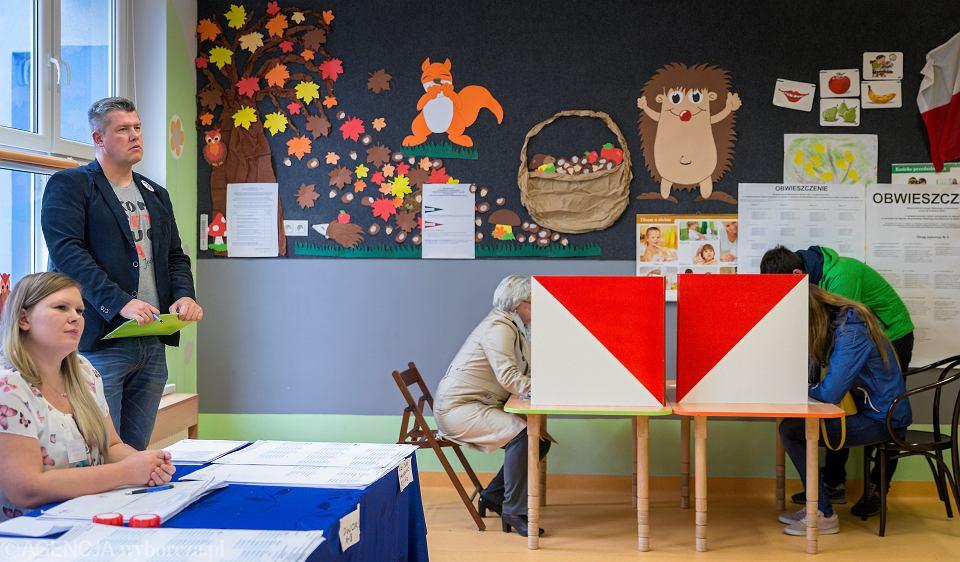 Wybory samorządowe - obserwator w Obwodowej Komisji Wyborczej 32 przy ul. Cieszyńskiej. Zabrze, 21 października 2018