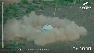 I poleciał! Jeff Bezos i trzy inne osoby zostały astronautami. Wielki sukces Blue Origin