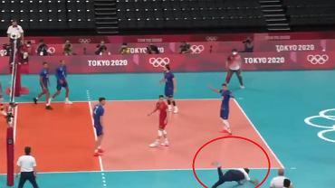 Trener Francuzów chciał pomóc swojej drużynie. Rzucił się do piłki [WIDEO]