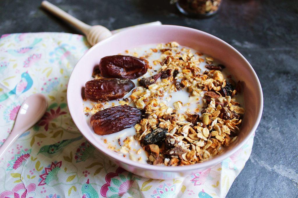 Granola to doskonały sposób na pożywne śniadanie