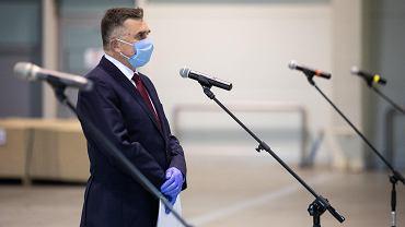 Lublin. Budowa szpitala tymczasowego przeznaczonego dla pacjentów zakażonych koronawirusem. Wojewoda Lech Sprawka