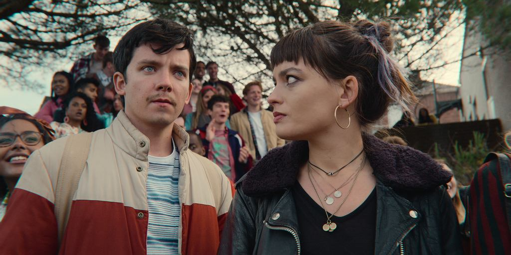 Nowy sezon 'Sex Education' już na Netfliksie. Na zdjęciu: Asa Butterfield (Otis) i Emma Mackey (Maeve)