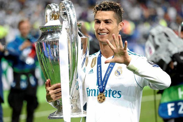 cdc0101c5 Nowa fryzura Cristiano Ronaldo Twitter. Podczas finału Champions League fryzura  Ronaldo wyglądała tak: PAVEL GOLOVKIN/AP.