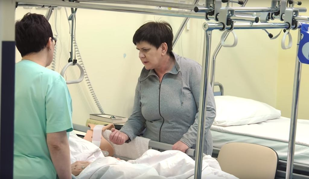 Premier Beata Szydło odwiedza rannego BOR-owca