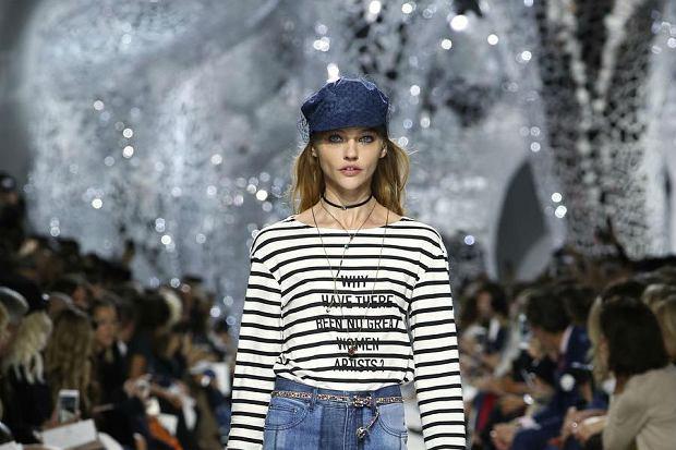 Nowa feministyczna koszulka marki Dior. Do czego nawiązuje tym razem?