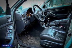 Policja rozbiła gang złodziei samochodów. Legalizowali i sprzedawali kradzione auta