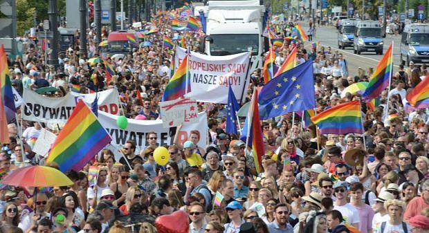 Tłumy na Paradzie Równości