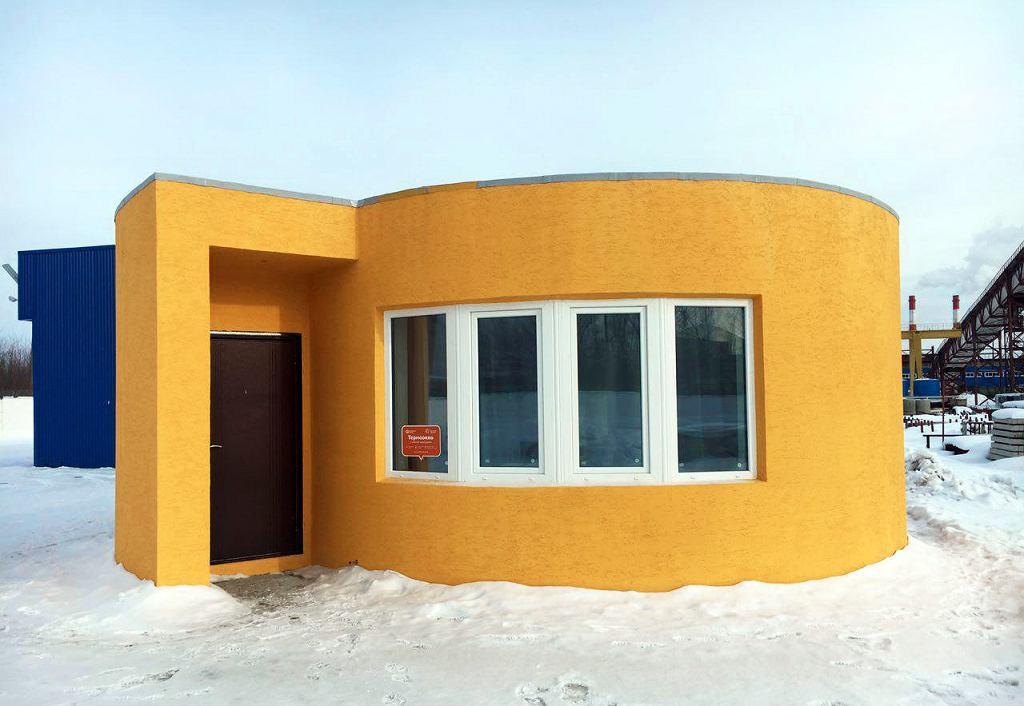 Sprawca całego zamieszania. Dom wybudowany w jeden dzień za pomocą specjalnej drukarki 3D.