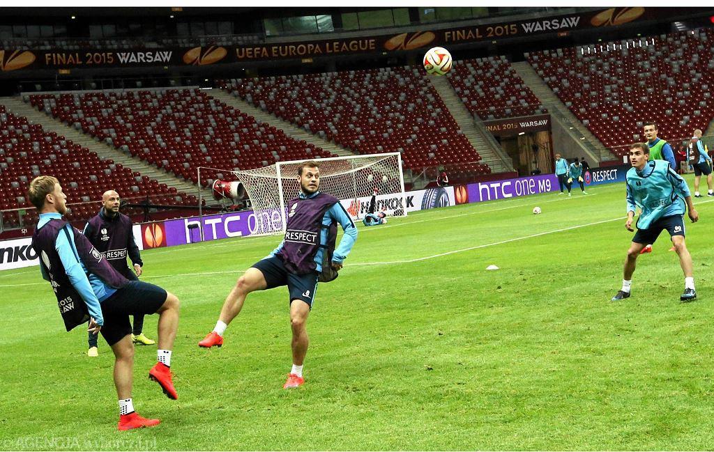 Pawło Ksionz (w środku) na treningu Dnipro przed finałem Ligi Europy na Stadionie Narodowym
