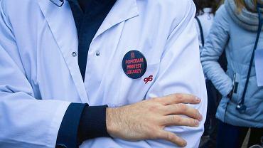 Protest lekarzy rezydentów na Placu Wolności w Poznaniu