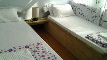 Na pluskwy możemy trafić zarówno w tanich hostelach, jak i luksusowych hotelach