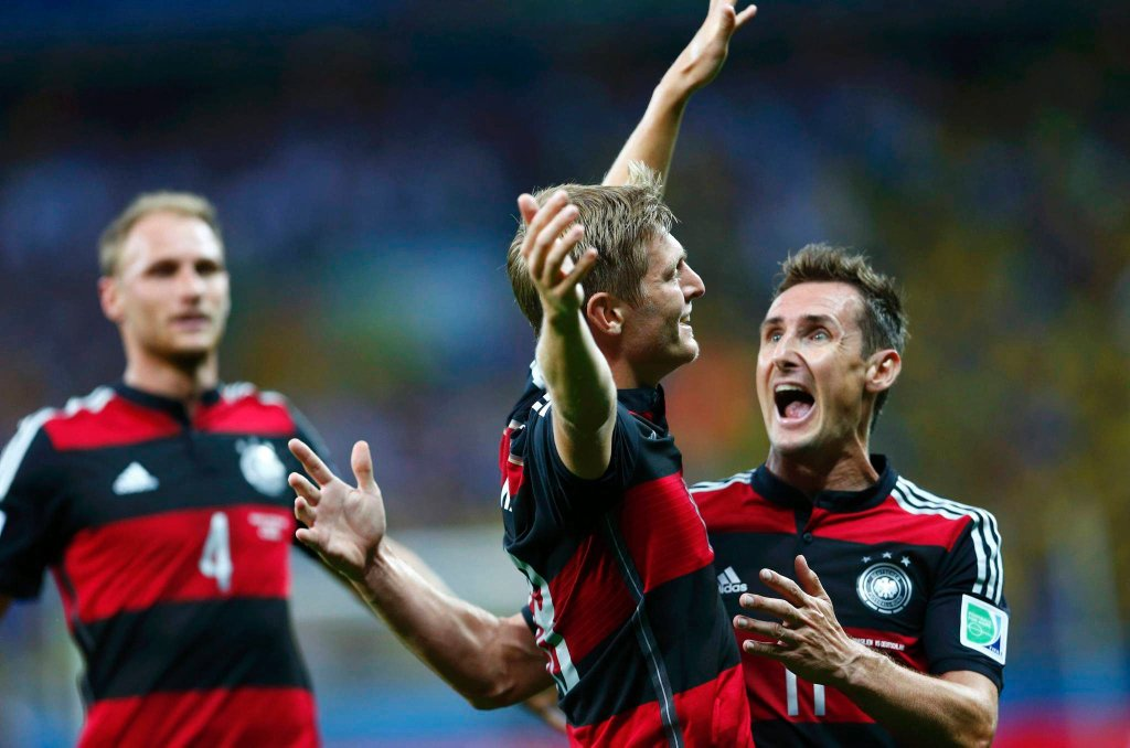 Niemcy cieszą się po golu