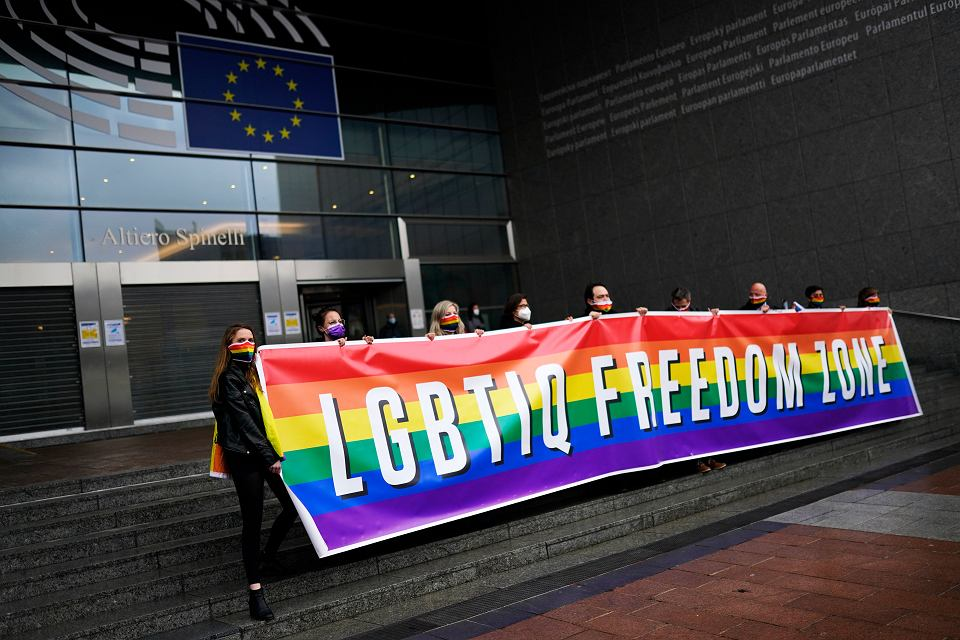 W czwartek Parlament Europejski przyjął rezolucję o ustanowieniu Unii Europejskiej 'strefą wolności osób LGBTIQ'