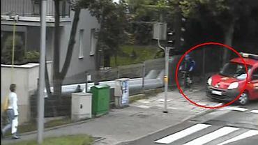 Rowerzysta celowo przejeżdżał na czerwonym świetle.