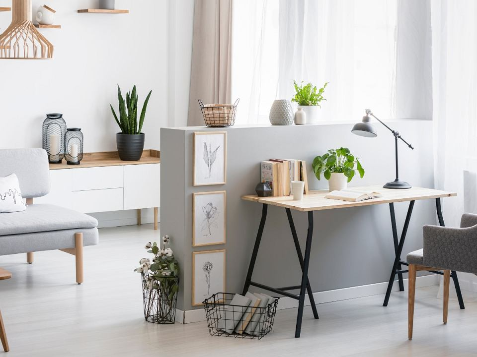 praktyczne biurko - do salonu